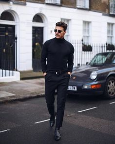 Great business look by (Rowan Row). Again in the All Black style. - The Dapper Empire (Classy Mens Fashion) - Anzug Muster Black Turtleneck Outfit, Black Outfit Men, Black On Black Outfits, Men Looks, Stylish Men, Men Casual, All Black Business Casual Men, Mode Bcbg, All Black Fashion
