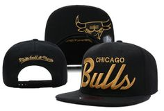 CHICAGO BULLS SNAPBACK HATS. I love the black and gold.