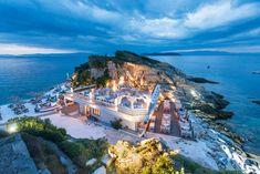Karnagio Beach Cafe Bar, Thassos Town (Limenas) - Restaurant Bewertungen, Telefonnummer & Fotos - TripAdvisor Greece Vacation, Greece Travel, Thessaloniki, Thasos Greece, Café Bar, Beach Cafe, Holiday Places, Cool Cafe, Greek