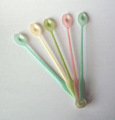 Five Vintage Tupperware Long Handled Tea Spoons by PoorLittleRobin, $6.00