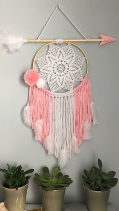 Atrapasueños me encanta!!! Giant Dream Catcher, Making Dream Catchers, Dream Catcher Craft, Cute Crafts, Diy And Crafts, Arts And Crafts, Diy Crystal Crafts, Dreamcatcher Design, Popsicle Stick Crafts