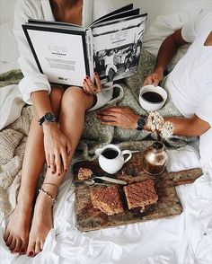 Breakfast in bed daydreams coffee love, morning coffee, stay in bed. Lazy Morning, Morning Mood, Morning Ritual, Lazy Sunday, Morning Coffee, Lazy Days, Good Morning Couple, Foggy Morning, Sunday Brunch