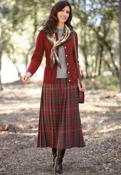 Forever in Style - Beauty and Fashion through the centuries Modest Dresses, Modest Outfits, Modest Fashion, Fashion Outfits, Womens Fashion, Modest Clothing, Pleated Skirt Outfit, Skirt Outfits, Fall Winter Outfits