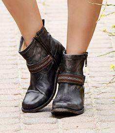 9132c7ec7736 STU - Best Short Boots for Women. SandalsTriple BlackShort BootsDriftwood Leather ...