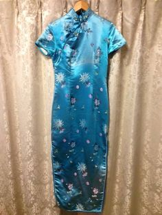 *♪ オークションご覧頂きありがとうございます ♪* ♪ ♪ ♪ ◆中国買付■ブルー チャイナドレス 大華 34サイズ 民族衣装 ♪ ♪ ♪ ♪   ◆商品紹介◆ ♪         ♪     商品紹介◆中国買付■ブルー チャイナドレス 大華 34サイズ 民族衣装になります。 民族衣装世界ナンバー1の可愛さを誇るチャイナドレスの出品です! こちらをを着こなすだけで注目度UP間違いなし! 普段の生活にもイベントの際にもお使いください。 お勧めです。 この他にも商品を出品しておりますので、よろしければご...