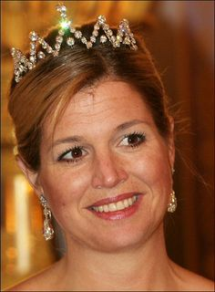 a new #diamond #tiara worn by Princess Maxima of the Netherlands ... with this tiara, I found 10 #RoyalTiara worn in 20 different ways. The Dutch queens may have smaller tiara's then the British or Spanish but they do know how to use/alter them.