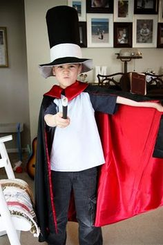 Magicians Cape Tutorial Purim Costumes, Dress Up Costumes, Boy Costumes, Halloween Costumes, Halloween Ideas, Costume Ideas, Halloween Party, Kids Cape Pattern, Magician Costume