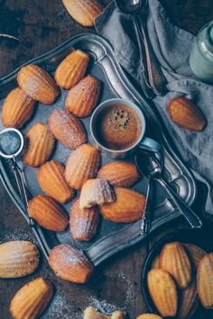 These homemade Madeleines are so fluffy and delicious. Food Styling, Food Photography Styling, Ree Drummond, Bon Appetit, Patisserie Cake, Christmas Morning Breakfast, Crunch, French Pastries, Italian Pastries
