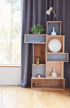 is a list of Top 10 Practical DIY Shelves which will help you to organize your home corners in a very nice way.Here is a list of Top 10 Practical DIY Shelves which will help you to organize your home corners in a very nice way. Diy Furniture Easy, Diy Furniture Projects, Home Projects, Diy Regal, Diy Wall Shelves, Diy Shelving, Diy Storage, Modular Storage, Industrial Shelving