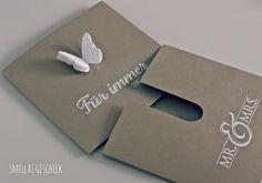 Smillas Geschick: SCHMETTERLINGSGRÜSSE IM SCHIEBER. Eine ganz besondere Hochzeitskarte