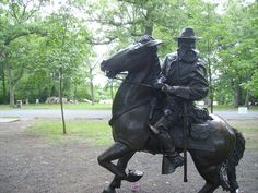 Statue on Virginia side of the battle field.