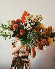 floral bouquet for fall Wild Flowers, Beautiful Flowers, Autumn Flowers, Brown Flowers, Autumn Colours, Bunch Of Flowers, Simple Flowers, Orange Flowers, Colors