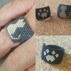 Ring cat and footprint by BeautyMiyuki on Etsy - Salvabrani Diy Beaded Rings, Diy Jewelry Rings, Diy Crafts Jewelry, Diy Rings, Bead Embroidery Jewelry, Beaded Bracelet Patterns, Beaded Bracelets, Peyote Beading, Diy Jewelry