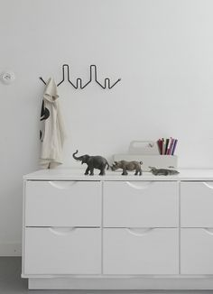 80´s Lundia drawer paint white in boys room