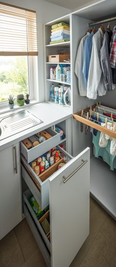 Utility Rooms by Schüller - Schuller by Artisan Interiors Boot Room Utility, Small Utility Room, Utility Room Designs, Small Laundry Rooms, Laundry Closet, Utility Room Ideas, Ikea Laundry Room, Laundry Room Layouts, Laundry Room Organization