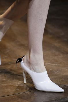 See detail photos for Christian Dior Spring 2016 Couture collection. Pretty Shoes, Beautiful Shoes, Cute Shoes, Me Too Shoes, Christian Dior, Shoe Boots, Shoes Heels, Couture Accessories, Shoe Collection
