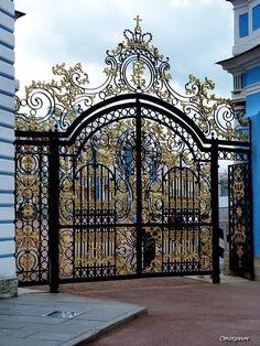 Photo from album Большой Екатерининский дворец on House Main Gates Design, Front Gate Design, Door Gate Design, Metal Gates, Wrought Iron Gates, Front Gates, Entrance Gates, Garden Entrance, Grand Entrance