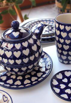 cz ♡♡♡ Handmade Polish Pottery from Boleslawiec . Blue Pottery, Ceramic Pottery, Hand Painted Ceramics, Porcelain Ceramics, Beginner Pottery, What's My Favorite Color, Simple Living Room Decor, Beautiful Table Settings, Polish Pottery