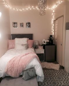 40 cute bedroom ideas for small rooms dorm room inspiration Cute Room Decor, Teen Room Decor, Small Room Decor, Wall Decor, Cheap Room Decor, Room Decor With Lights, Room Decor Teenage Girl, Dorm Room Decorations, Small Room Design