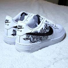 Cute Nike Shoes, Cute Nikes, Cute Sneakers, Nike Custom Shoes, Custom Made Shoes, Nike Shoes For Sale, Jordan Shoes Girls, Girls Shoes, Souliers Nike