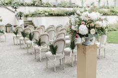 wedding Austria, Wartholz castle, garden wedding, gold, fern, blush peach photo: weddingreport.at Elegant Wedding, Wedding Gold, Planer, Wedding Ceremony, Table Decorations, Fern, Garden Wedding, Austria, Castle