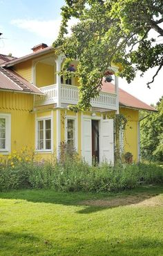 Trendy home exterior coastal beach cottages Swedish Cottage, Yellow Cottage, Swedish House, Cozy Cottage, Yellow Houses, Red Roof, Trendy Home, Mellow Yellow, Beach Cottages