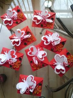 Spring Crafts, Holiday Crafts, Holiday Decor, Quilling Paper Craft, Paper Crafts, Baba Marta, 123 Cross Stitch, Diy And Crafts, Crafts For Kids