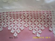 Lace edging: Wonderful combination of filet crochet and Solomon's knot in a diamond shape within the points Crochet Diy, Filet Crochet, Easy Crochet Projects, Love Crochet, Irish Crochet, Crochet Edging Patterns, Crochet Lace Edging, Crochet Borders, Crochet Designs