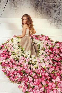 Amazing colourful wedding dresses for non traditional bride 2019 46 Fashion Design Drawings, Fashion Sketches, Colored Wedding Dresses, Wedding Colors, Arte Fashion, Estilo Shabby Chic, Fashion Illustration Dresses, Dress Card, Creative Artwork