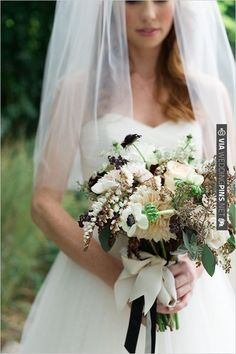white and green wedding bouquet by Kat Flower | VIA #WEDDINGPINS.NET