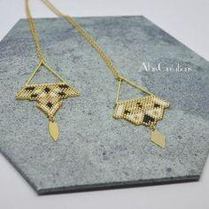 Mes deux petits derniers pendentifs pour compléter la collection Gold Obsession. Lequel préférez-vous ? Modèle déposé par AlaisCréations CC-BY-ND-0.4 #alaiscreations #perles #beads #miyuki #miyukidelica #mikyukibeads #miyukiaddict #perlesandco #bijoux #jewelry #creations #new #newcreation #createurfrancais #madeinfrance #diy #doityourself #homemade #faitmaison #handmade #faitmain #distribdeloveteamcreatrices