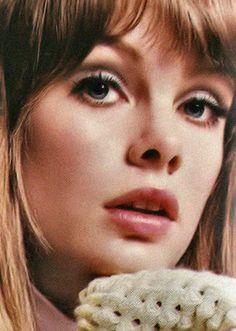 Jean Shrimpton -- among the top world models in 1964 Jean Shrimpton, 60s Makeup, Sixties Fashion, Iconic Women, Famous Women, Smokey Eye Makeup, Timeless Beauty, Supermodels, Makeup Looks
