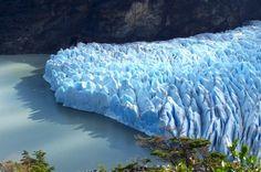 Campos de hielo Patagónico Sur (Patagonia). Se compone de 49 glaciares entre Chile y Argentina. En Chile se encuentran: Jorge Montt, Pío XI (el mayor del hemisferio Sur fuera de la Antártica, con 1 265 km²), O'Higgins, Bernardo, Tyndall, y Grey. Pertenecen a los Parques Bernardo O'Higgins y Torres del Paine. XII Región de Magallanes y Antártica Chilena. es.wikipeda.org