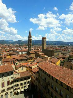La mia bellissima Firenze vista dalla Torre di Arnolfo. Qui possiamo vedere il campanile della Badia Fiorentina e la Torre del Bargello.     Florence Toscana Italy. Firenze, Toscana, Paris Skyline, Travel, Rook, Viajes, Destinations, Traveling, Trips