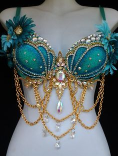 Aqua and gold Mermaid bra by RevoltCouture on Etsy ** ~cosplay inspiration~ Fantasy Costumes, Cosplay Costumes, Halloween Costumes, Couple Halloween, Adult Costumes, Halloween Rave, Woman Costumes, Group Costumes, Halloween Mermaid