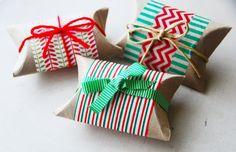 Caixa de papel para embrulho de Natal, feita com rolo de papel higiénico.