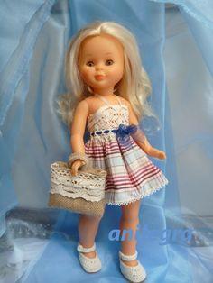 Un conjunto perfecto para las vacaciones Un vestido fresco que combina un cuerpo de encaje de hilo con una falda de popelín a cua... Blythe Dolls, Girl Dolls, Baby Dolls, American Girl, Nancy Doll, Vintage Dolls, Beautiful Dolls, Barbie, Doll Clothes