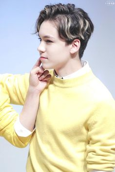 Vernon you have absolutely no idea of what you do to me. Seventeen Memes, Seventeen Debut, Woozi, Jeonghan, Vernon Chwe, Vernon Seventeen, Choi Hansol, Vernon Hansol, Won Woo
