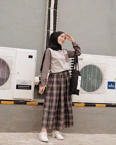 110 hijab styles for petite girls – page 1 Hijab Style Dress, Modest Fashion Hijab, Modern Hijab Fashion, Street Hijab Fashion, Casual Hijab Outfit, Hijab Fashion Inspiration, Muslim Fashion, Korean Fashion, Fashion Trends