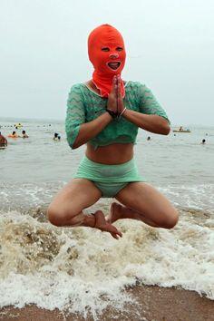 Besonders chinesische Frauen tragen die Gesichtsmasken. Blasse, weiße Haut gilt in China als Schönheitsideal