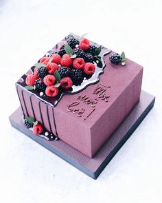 Simple birthday breakfast ideas Ideas for 2020 Pretty Cakes, Cute Cakes, Yummy Cakes, Fondant Cakes, Cupcake Cakes, Fun Desserts, Delicious Desserts, Cute Birthday Cakes, Square Birthday Cake