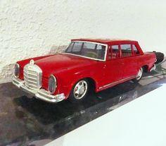 """0 tykkäystä, 1 kommenttia - Tony Alin (@tony.alin) Instagramissa: """"#Vintage #remotecontrol:led #mercedesbenz #w108 #toycar #tintoys"""""""