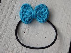 Edellisessä postauksessa kerroin rusettipinnin ohjeen ja siihen toivottiin tarkempaa versiota, joten päätin kuvata ohjeen niin tarkaksi, ... Crochet Necklace, Band, Accessories, Jewelry, Sash, Crochet Collar, Jewels, Schmuck, Jewerly