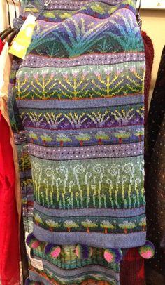 Madam Munch: Sirkka Könönen Fair Isle Knitting Patterns, Knitting Machine Patterns, Shawl Patterns, Knitting Designs, Knitting Projects, Knitting Tutorials, Stitch Patterns, Loom Knitting, Knitting Stitches