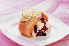 Biscuitrol met limoencrème en zomerfruit - Recept - Allerhande