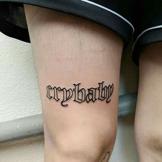 Text Tattoo, Tattoo Knee, Kritzelei Tattoo, Poke Tattoo, Piercing Tattoo, Piercings, Samoan Tattoo, Tattoo Fonts, Hand Tattoos