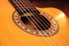 https://flic.kr/p/Gpw5oA   DO Sol Sostenible   Una performance única: Música, poesía & enogastronomía. Con Hugo Kwaschnowitz (Dirección, guitarra y voz), Gabriel Rocha (Guitarra y voz) y Medhi Kerrou (Chef). El Pepinillo de Barquillo.