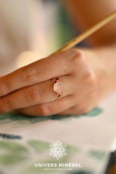 """Incarnez l'amour avec cette bague en Quartz Rose """"Amour""""Portez cette bague vous envelopperai d'une douce lumière réconfortante.Taille de la bague : redimensionnable, de 7 à 10. Anneau en argent 925 Quartz Rose, Rings, Jewelry, Silver Toe Rings, Human Height, Jewlery, Jewerly, Ring, Schmuck"""