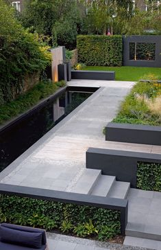modern garden landscaping in black and grey…Love it Striking modern garden landscaping in black and grey.Love it!Striking modern garden landscaping in black and grey.Love it! Modern Landscape Design, Modern Garden Design, Backyard Garden Design, Landscape Plans, Modern Landscaping, Contemporary Landscape, Backyard Landscaping, Landscaping Ideas, Modern Planting