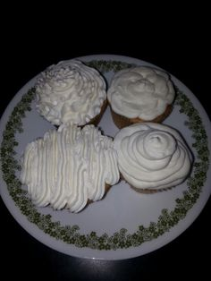 Lemon and coconut cupcakes ...